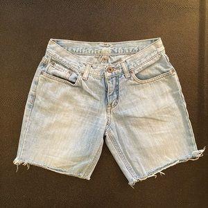 Low rise Zoomp shorts light wash